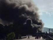 Tin tức trong ngày - Clip: Xe chở xăng tông container, 2 xe bốc cháy dữ dội