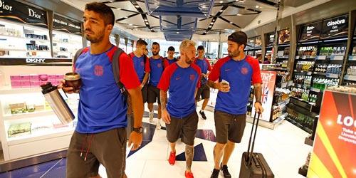"""Messi """"tóc vàng hoe"""" hội quân cùng Barca"""