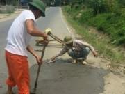Tin tức trong ngày - Đình chỉ 3 cán bộ mắng dân tự sửa ổ gà trên quốc lộ