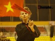 Thể thao - Nữ võ sỹ Tây múa kiếm, đánh côn ở giải võ Việt Nam