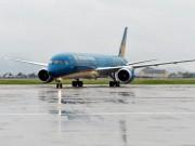 Tin tức trong ngày - Nhiều chuyến bay bị hoãn do ảnh hưởng bão số 1