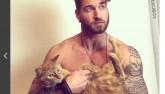 Bí quyết 6 múi của trai đẹp tập thể dục cùng mèo