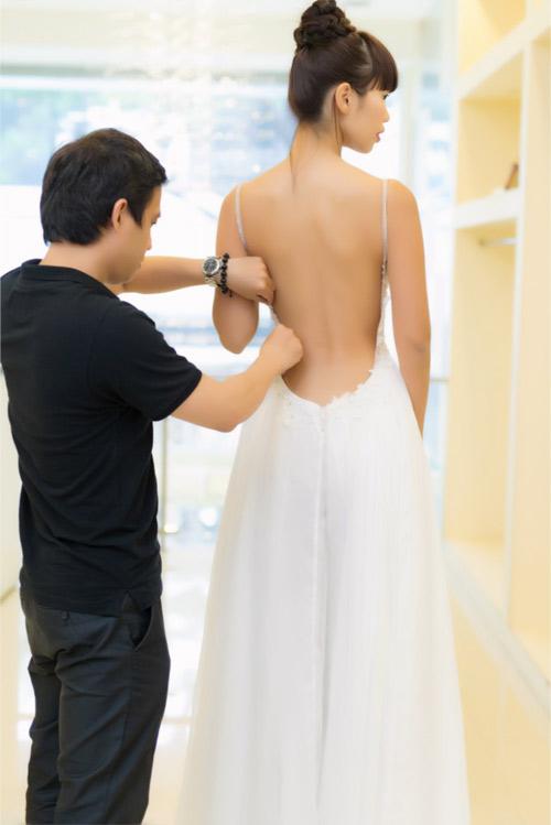 Hé lộ váy cưới gợi cảm của Hà Anh trước thềm hôn lễ - 4