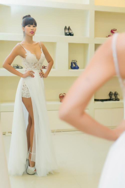 Hé lộ váy cưới gợi cảm của Hà Anh trước thềm hôn lễ - 3