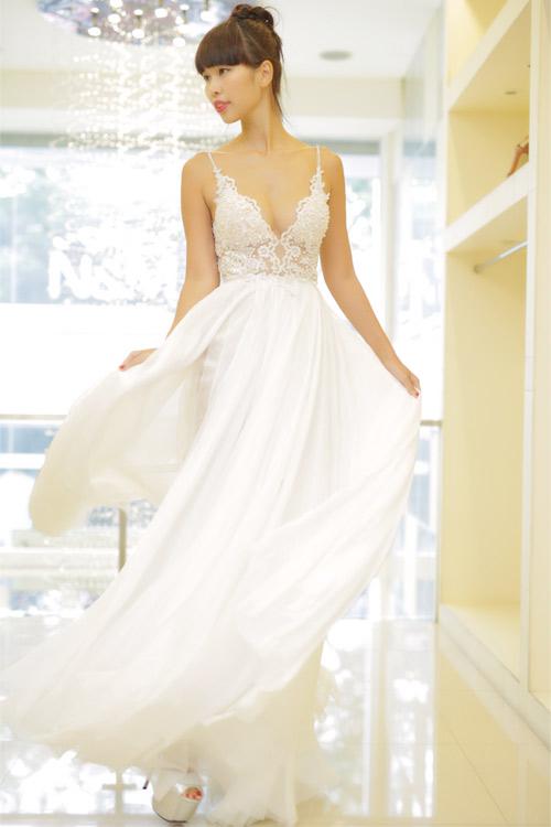 Hé lộ váy cưới gợi cảm của Hà Anh trước thềm hôn lễ - 1