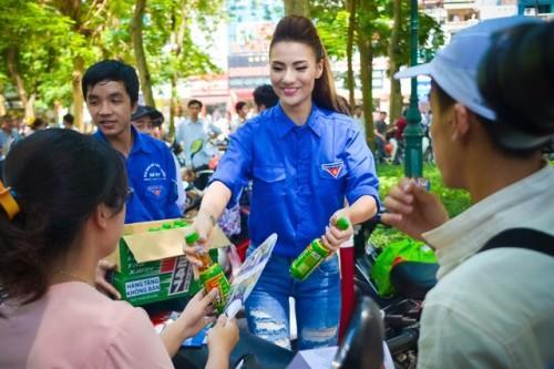Đủ kiểu scandal làm từ thiện của người đẹp Việt - 7