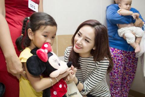 Đủ kiểu scandal làm từ thiện của người đẹp Việt - 9