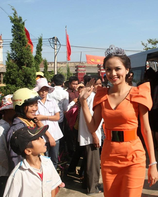Đủ kiểu scandal làm từ thiện của người đẹp Việt - 11