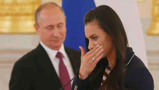 Sắp đi Rio, VĐV Nga khóc lóc trước Tổng thống Putin