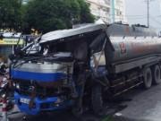 Tin tức trong ngày - Xe bồn đâm xe buýt giữa Sài Gòn, nhiều người khóc thét