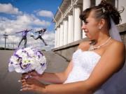 """Tranh vui - Lộn ruột với kẻ """"phá bĩnh"""" trong các bức ảnh cưới"""