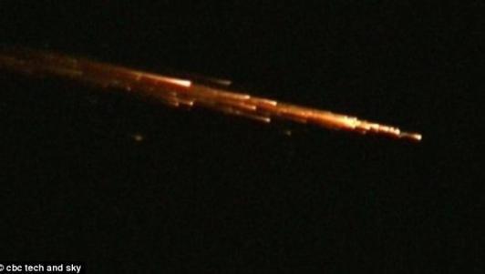 Video: Mảnh vỡ tên lửa TQ bốc cháy trên bầu trời Mỹ