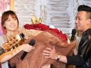 """Đời sống Showbiz - """"Mẹ vợ"""" phản ứng với bó hoa 10 triệu Trấn Thành tặng Hari"""