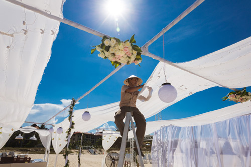 Siêu mẫu Hà Anh dùng trực thăng đến đám cưới - 2