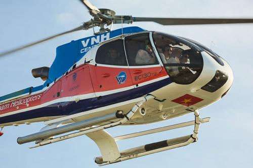 Siêu mẫu Hà Anh dùng trực thăng đến đám cưới - 4