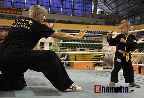 Màn múa võ Việt ấn tượng của cậu bé Tây 5 tuổi - 6