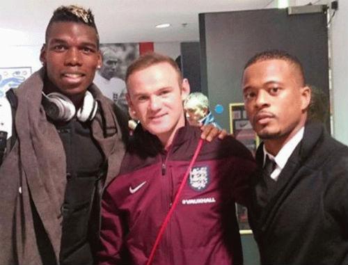 MU: Rooney bầm tím vì ăn cùi chỏ của Pogba