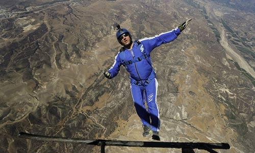 Kỷ lục điên rồ: Nhảy không dù ở độ cao 7500m