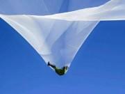 Phi thường - kỳ quặc - Rợn người cú nhảy từ độ cao hơn 7,6 km không cần dù