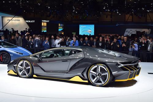 Video Lamborghini Centenario trên đường đua: Kẻ dẫn đầu vĩ đại - 2