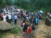 Tin tức trong ngày - Sạt lở sau mưa lũ lớn, du khách mắc kẹt tại Sa Pa