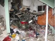 Tin tức trong ngày - Xế hộp Lexus tông vào nhà dân, 6 người thương vong