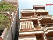 Tin tức trong ngày - Cận cảnh nhà 4 tầng nghiêng như tháp Pisa giữa HN