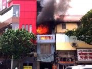 Tin tức trong ngày - Hà Nội: Cháy nhà 4 tầng, cả khu phố náo loạn
