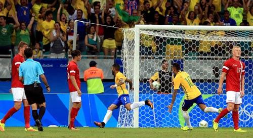 """Brazil - Đan Mạch: Không thể ngăn """"bão"""" Samba"""