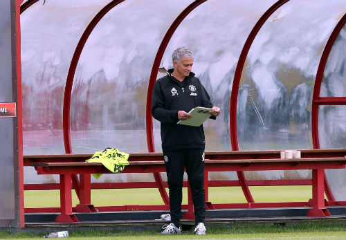 """Mourinho """"tra tấn"""" sao MU bằng lịch tập siêu nặng"""