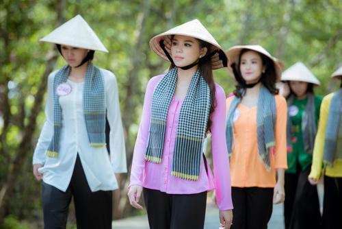 Thí sinh Hoa hậu Việt Nam đẹp hút hồn với áo bà ba - 2