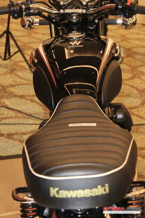 Ra mắt Kawasaki W800 giá 423,5 triệu đồng - 11