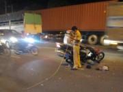 Tin tức trong ngày - Lấn làn tông trực diện xe tải, 2 thanh niên nguy kịch