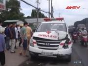 Video An ninh - Xe chở tử thi tông hàng loạt xe hơi trên Quốc lộ 13