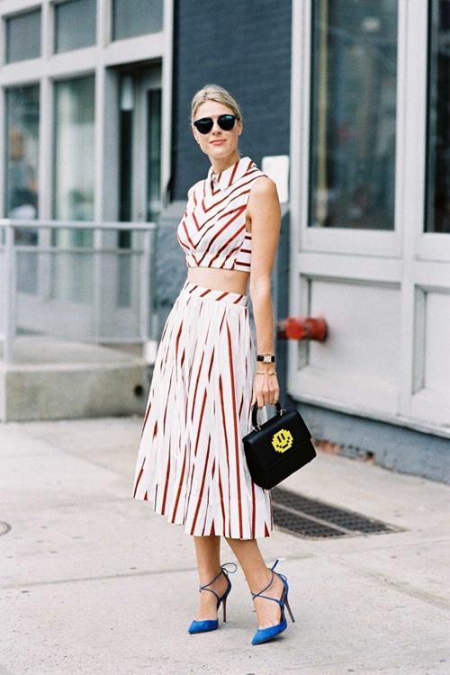 Nếu đã thích một chiếc váy kẻ, đừng chần chừ! - 9
