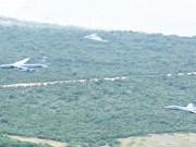 Thế giới - 3 máy bay ném bom hạt nhân Mỹ bay lượn ở Biển Đông