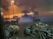 Tin tức trong ngày - Clip: Lốc kinh hoàng cuốn phăng bàn ghế ở Hà Nội