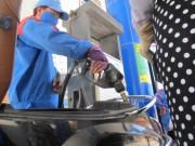 Tin tức trong ngày - Giá xăng tăng mạnh trong ngày mưa bão