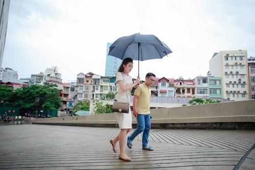"""Theo chân á hậu Tú Anh """"chạy sô"""" ngày mưa bão - 4"""