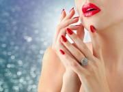 Làm đẹp - 2 bước chăm sóc móng tay đẹp tự nhiên với dầu nóng