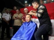 Thể thao - Giữ lời hứa, Bộ trưởng Thể thao Indonesia… xuống tóc