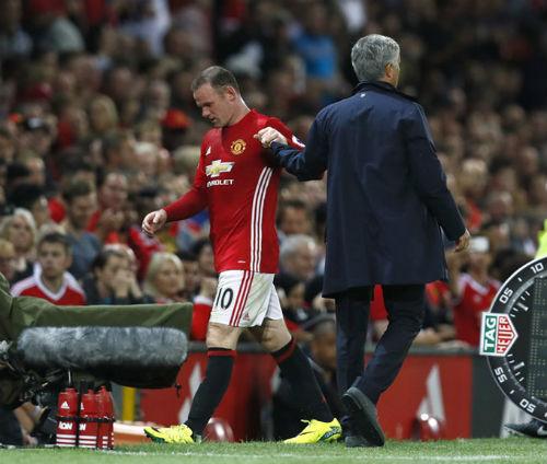 """MU - Rooney: Đội trưởng """"cô đơn"""" và dấu hỏi tương lai"""