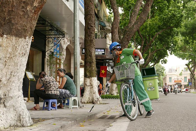 Lần đầu xuất hiện xe đạp gom rác trên đường phố Thủ đô - 3