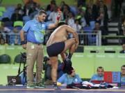 Thể thao - Hài hước HLV vật Mông Cổ cởi quần áo phản đối trọng tài