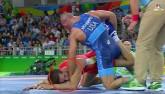 Olympic: Đô vật dạy đối thủ bài học nhớ đời vì bị cắn