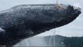 Video: Cá voi lưng gù khổng lồ nhảy sát sạt mạn thuyền