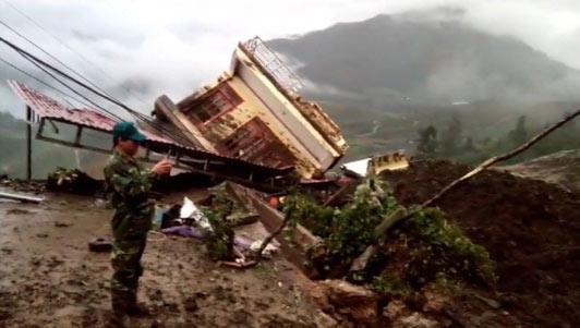 Clip: Hiện trường tảng đá đập nát 3 ngôi nhà ở Sa Pa