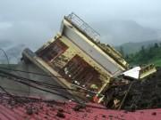 Tin tức trong ngày - Nhà 3 tầng mới xây đổ sập trong mưa bão ở Sa Pa