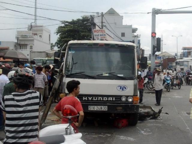 Vừa đặt chân tới Sài Gòn, người phụ nữ bị xe ben cán chết