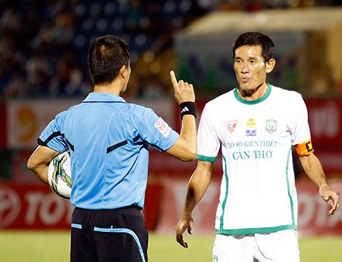 """Chí Công và """"trào lưu Chí Phèo"""" ở V-League - 1"""